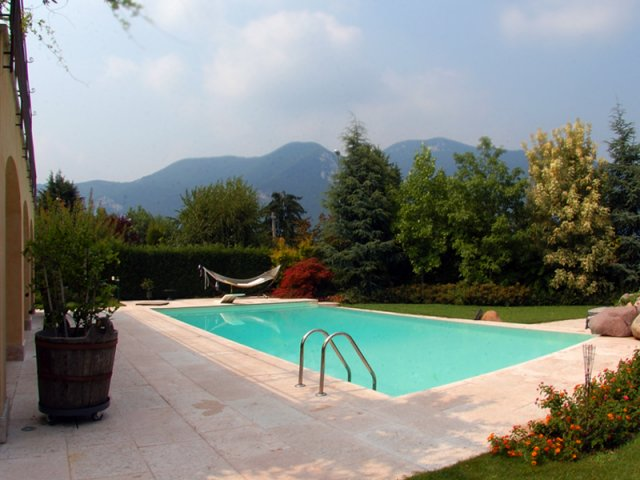 Costruzione piscine a sfioro costruzione piscine - Costo manutenzione piscina ...